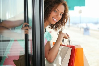 Smiling woman holding shopping bags.