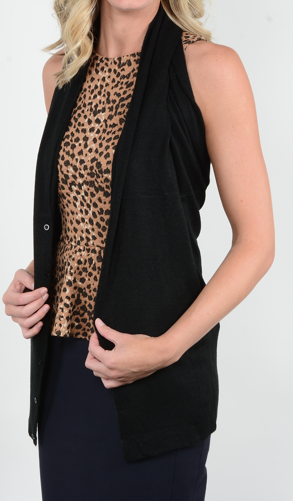 Black color button scarf in the vest style.